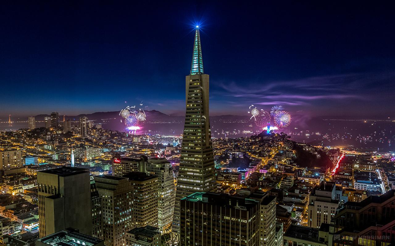 Фотография Калифорния Сан-Франциско Салют америка Мегаполис в ночи Небоскребы Здания Города калифорнии США штаты фейерверк мегаполиса Ночь ночью Ночные Дома город