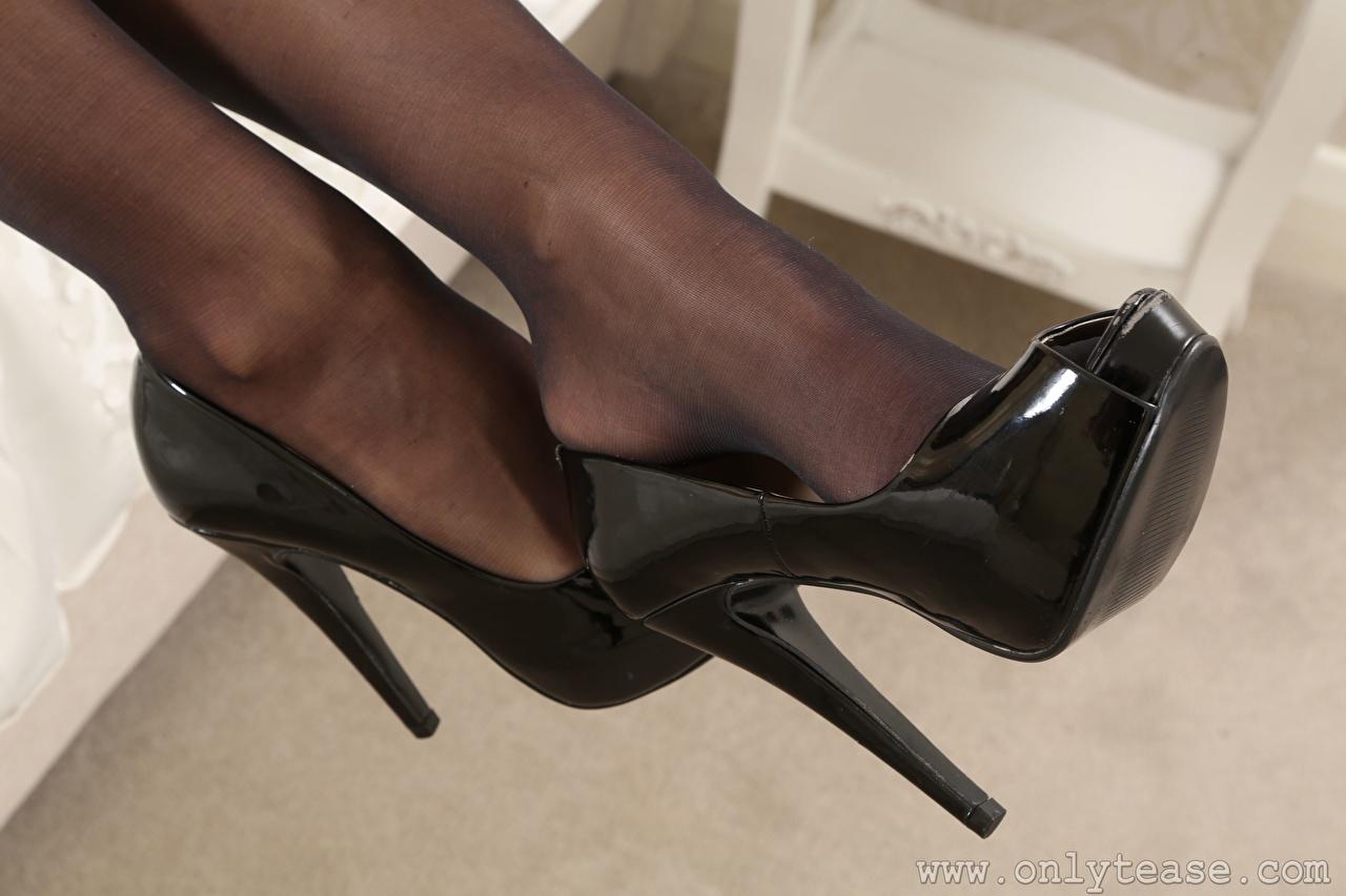 Фотография колготках Девушки Ноги Крупным планом туфель Колготки колготок девушка молодые женщины молодая женщина ног вблизи Туфли туфлях