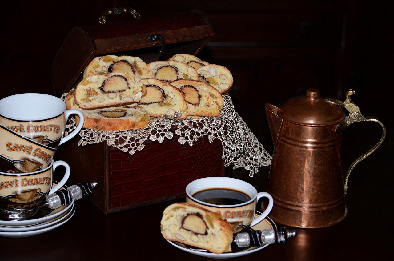 Фото Кофе Чайник Пища Чашка Выпечка на черном фоне Еда чашке Продукты питания Черный фон