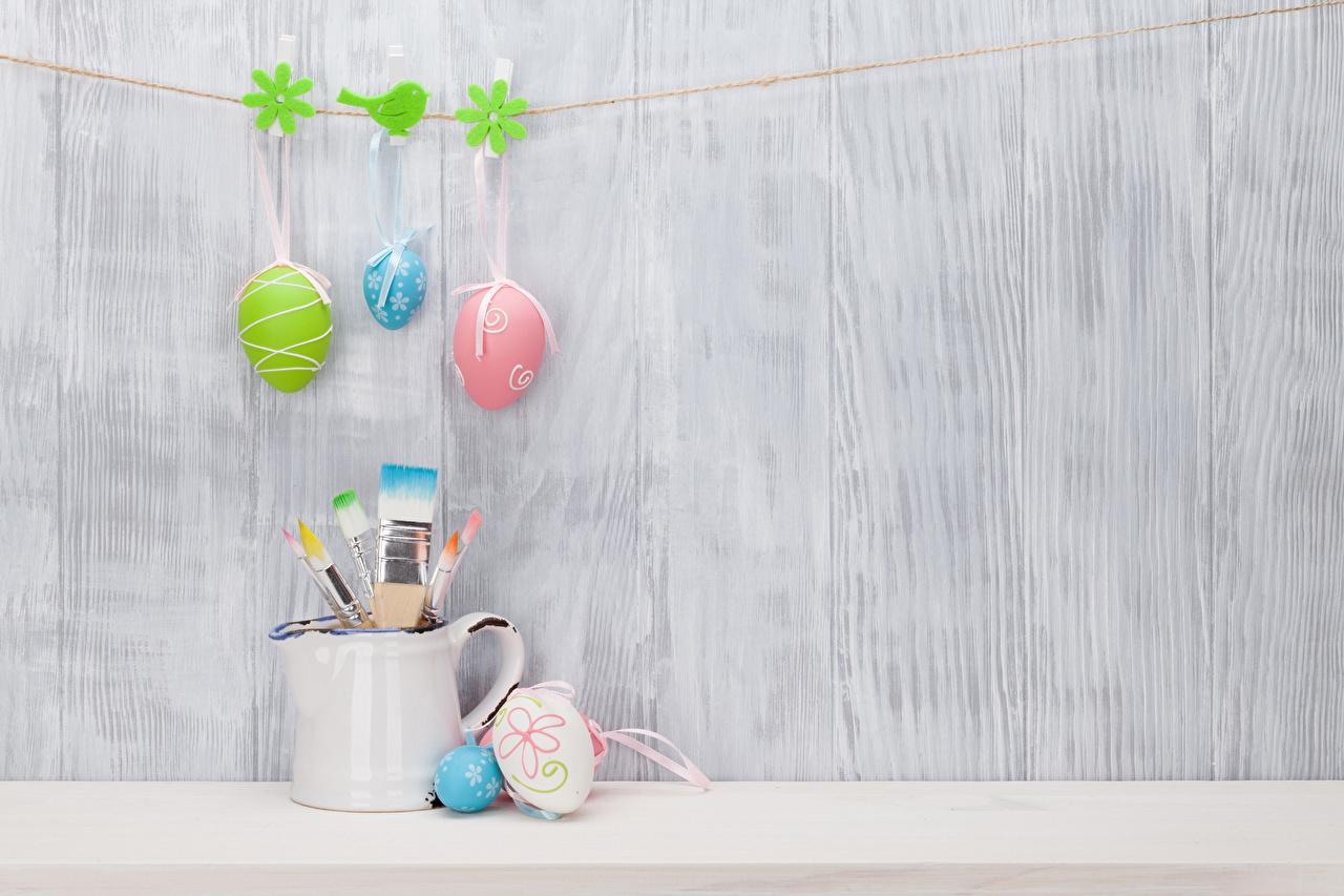 Фотографии Пасха Прищепки яйцо Кисточки Стена Праздники Доски яиц Яйца яйцами Кисть стене стены стенка