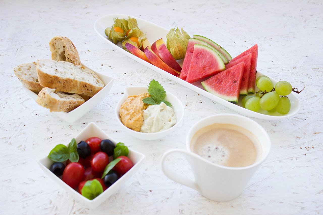 Картинки Кофе Завтрак Хлеб Арбузы Виноград Чашка Фрукты Продукты питания Еда Пища чашке