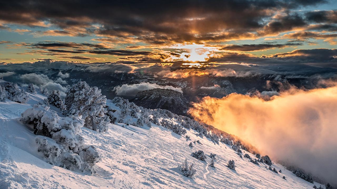 Фото альп Франция Sarcenas Ель Горы зимние Природа Небо снеге Облака Альпы ели Зима Снег снегу снега облако облачно