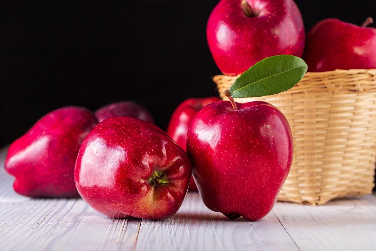 Картинка Красный Яблоки Еда Крупным планом красных красные красная Пища Продукты питания вблизи
