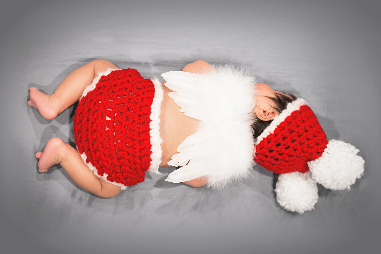 Картинки грудной ребёнок Крылья Дети спины спят Шапки Цветной фон младенца младенец Младенцы Спина ребёнок сон Спит шапка спящий в шапке