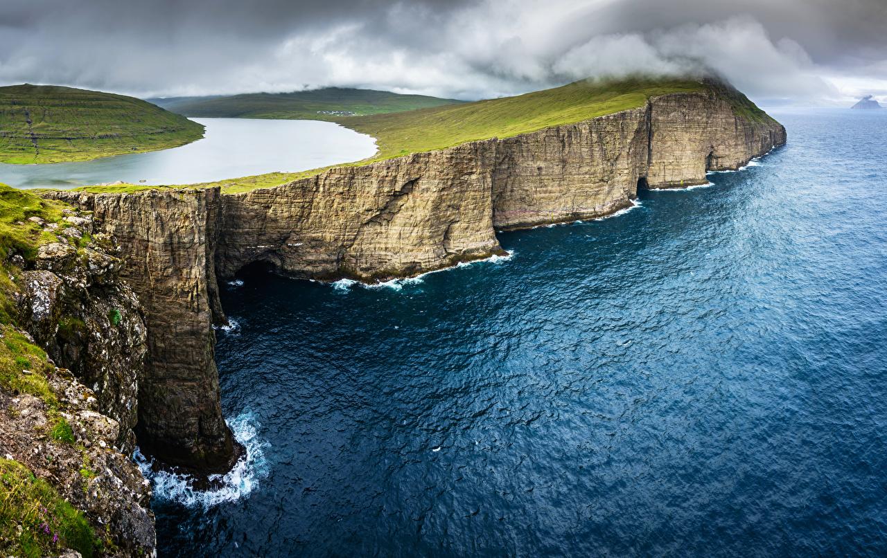 Картинка Дания Sørvágsvatn, Vagar, Faroe Islands Утес Океан Природа Озеро берег Скала скале скалы Побережье