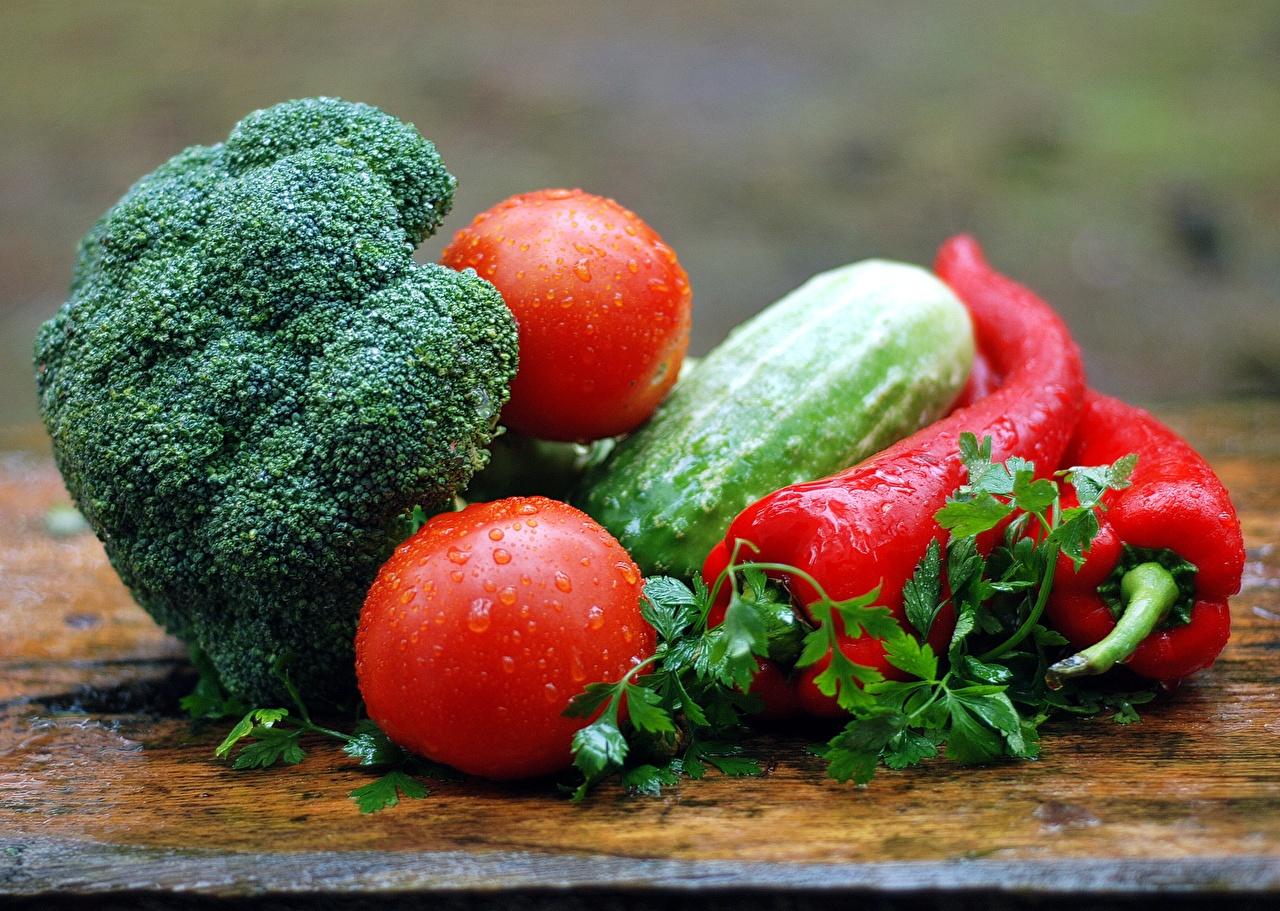 Фотография Огурцы Помидоры Капли Еда Перец Овощи Томаты капля капель капельки Пища перец овощной Продукты питания