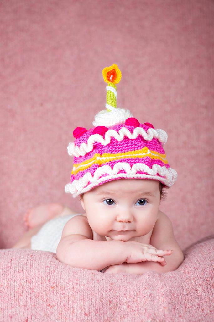 Картинки грудной ребёнок Дети в шапке Свечи Взгляд Дизайн  для мобильного телефона младенца младенец Младенцы ребёнок Шапки шапка смотрят смотрит дизайна