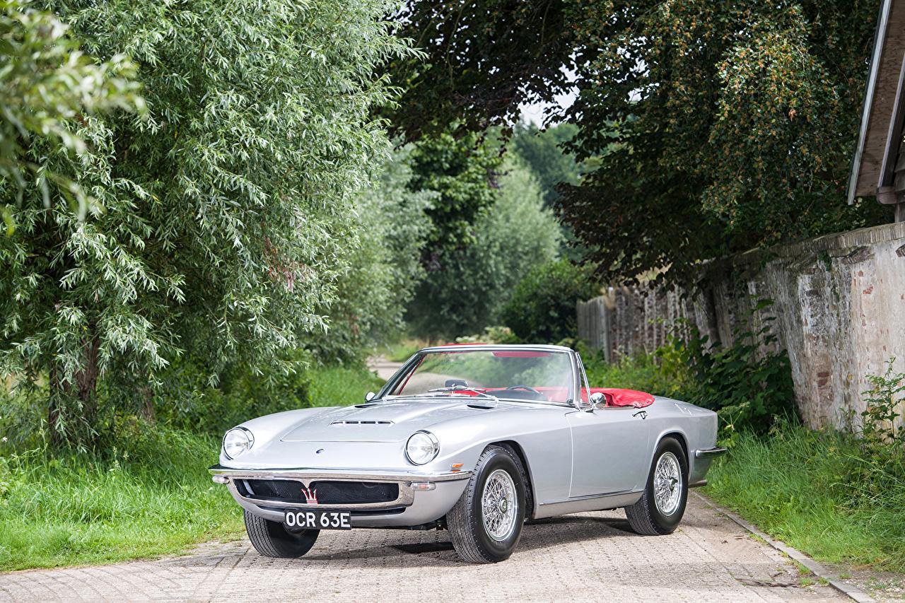 Картинки Мазерати 1964-70 Mistral Spyder Кабриолет винтаж серебристая машина Maserati кабриолета Ретро старинные серебряная серебряный Серебристый авто машины автомобиль Автомобили