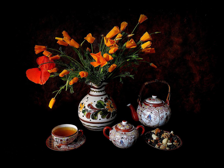 Обои для рабочего стола Чай мак Цветы Чайник Еда Ваза Чашка Натюрморт на черном фоне Маки цветок вазе вазы Пища чашке Продукты питания Черный фон