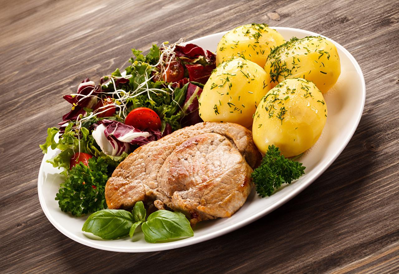 Фотографии Картофель Овощи тарелке Продукты питания Мясные продукты Доски Вторые блюда картошка Еда Пища Тарелка