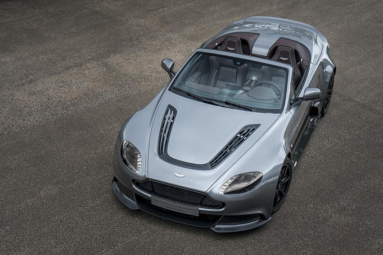 Обои для рабочего стола Aston Martin 2016 Vantage GT12 Roadster Родстер дорогой кабриолета серая автомобиль Астон мартин дорогие дорогая люксовые роскошная роскошный Роскошные Кабриолет серые Серый авто машина машины Автомобили