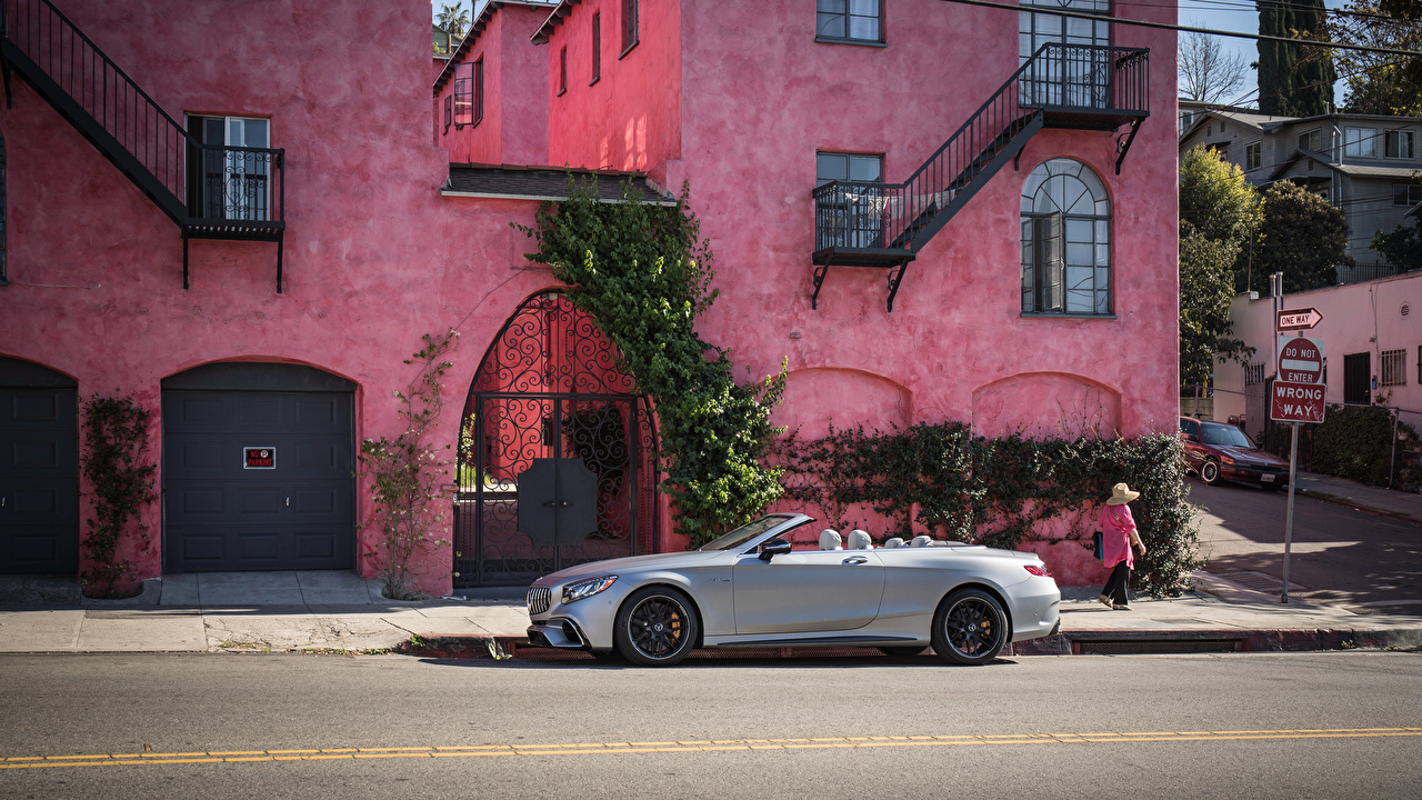 Фотография Mercedes-Benz 2018 S 63 4MATIC Cabriolet Кабриолет серебряная Сбоку машины Мерседес бенц кабриолета серебряный серебристая Серебристый авто машина автомобиль Автомобили