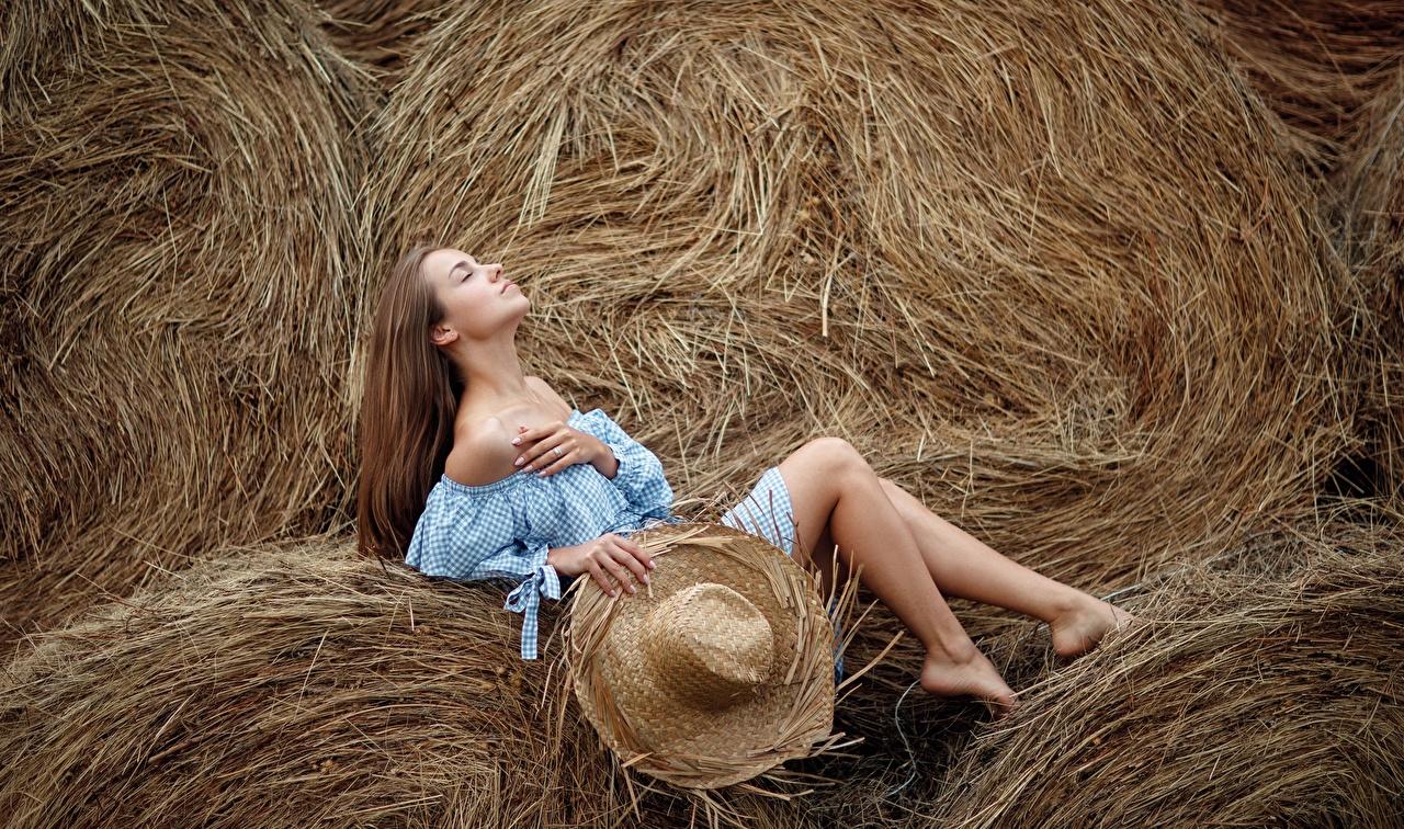 Фото Sergey Sorokin Поза шляпе Девушки ног Сено позирует шляпы Шляпа девушка молодая женщина молодые женщины Ноги сене