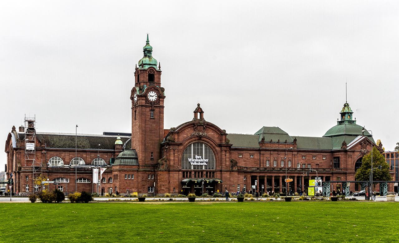 Фотографии Германия Wiesbaden Часы Газон Дома город газоне Города Здания