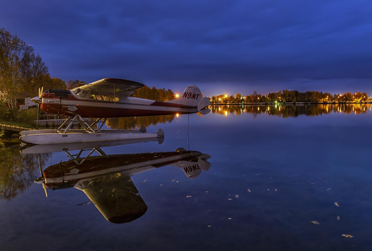 Обои для рабочего стола Аляска штаты Гидросамолёт Lake Spenard Anchorage Природа Озеро отражается Вечер США америка гидроплан Отражение отражении
