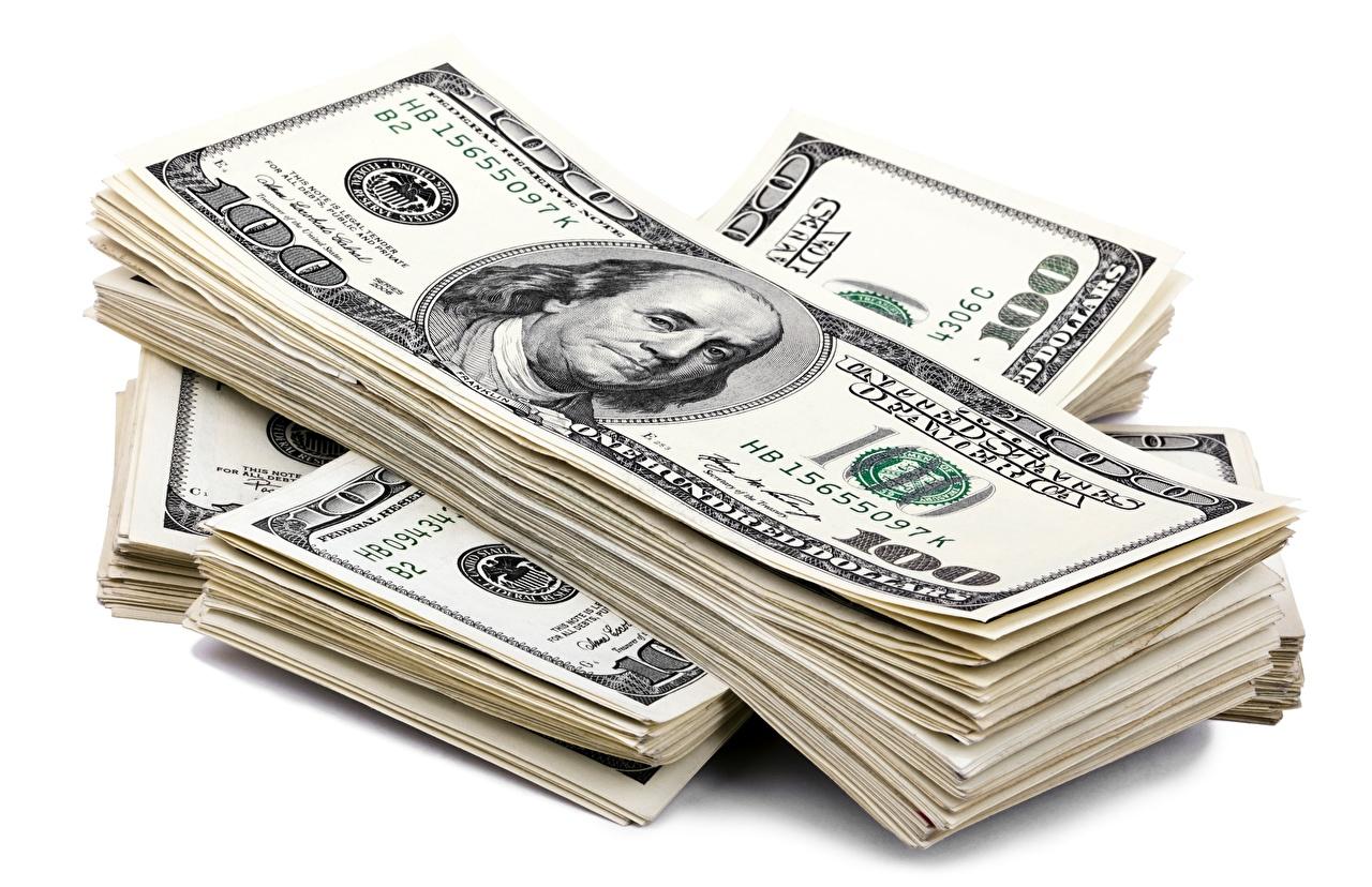 Картинка Купюры Доллары Деньги Белый фон Банкноты белом фоне белым фоном