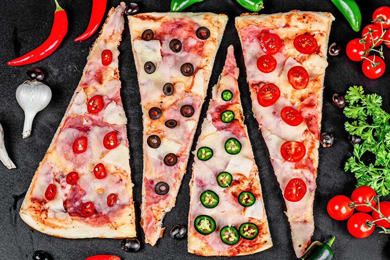 Фото Пицца Оливки Помидоры Острый перец чили Кусок Чеснок Пища Овощи Томаты часть кусочек кусочки Еда Продукты питания