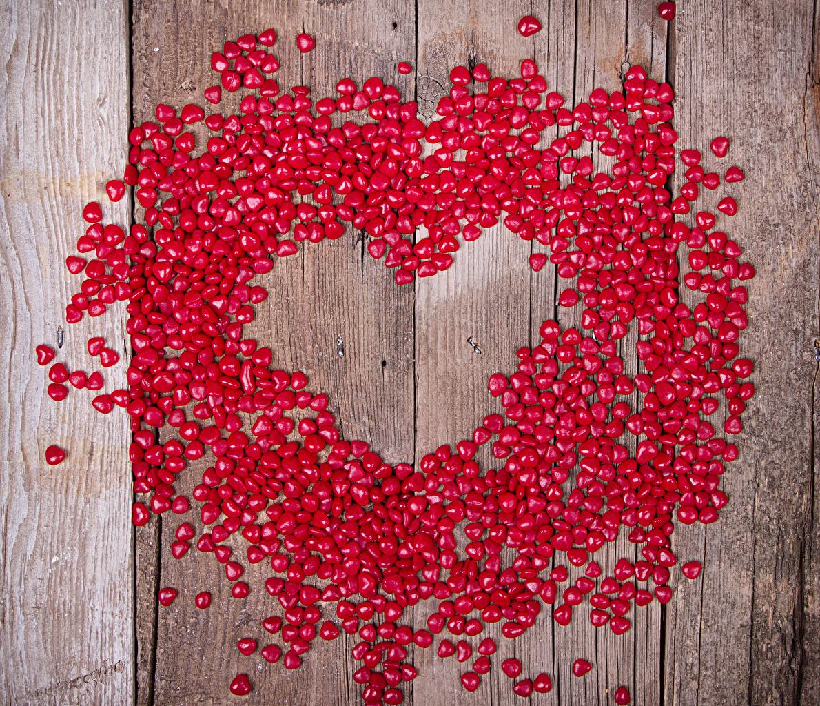 Картинка День всех влюблённых Сердце Красный Конфеты Продукты питания Много Доски День святого Валентина сердечко Еда Пища