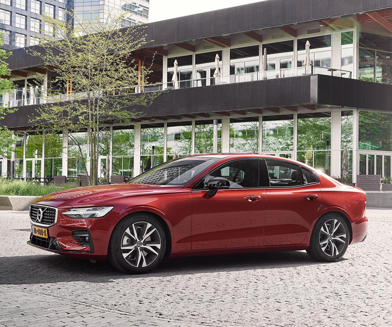 Обои для рабочего стола Volvo 2018-19 S60 T5 R-Design Worldwide Бордовый Металлик Автомобили