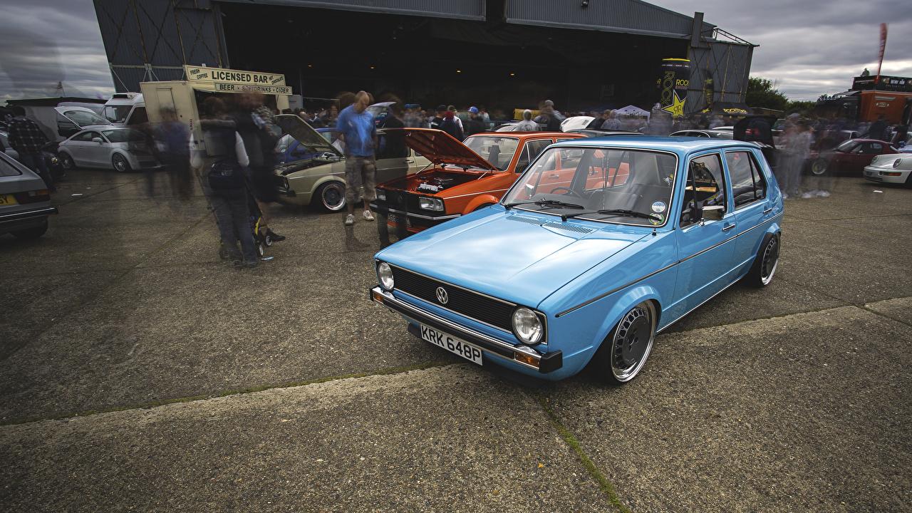 Фотография Фольксваген golf голубых старинные автомобиль Volkswagen Ретро винтаж голубая голубые Голубой авто машины машина Автомобили