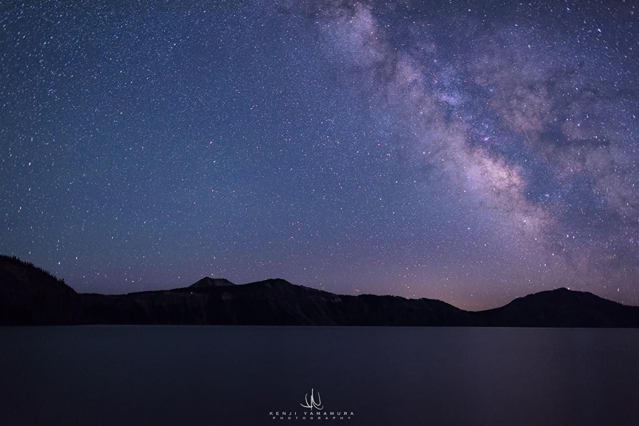 Картинки США Звезды Kenji Yamamura, Crater Lake, Oregon Горы Природа Небо Ночь штаты америка гора ночью в ночи Ночные