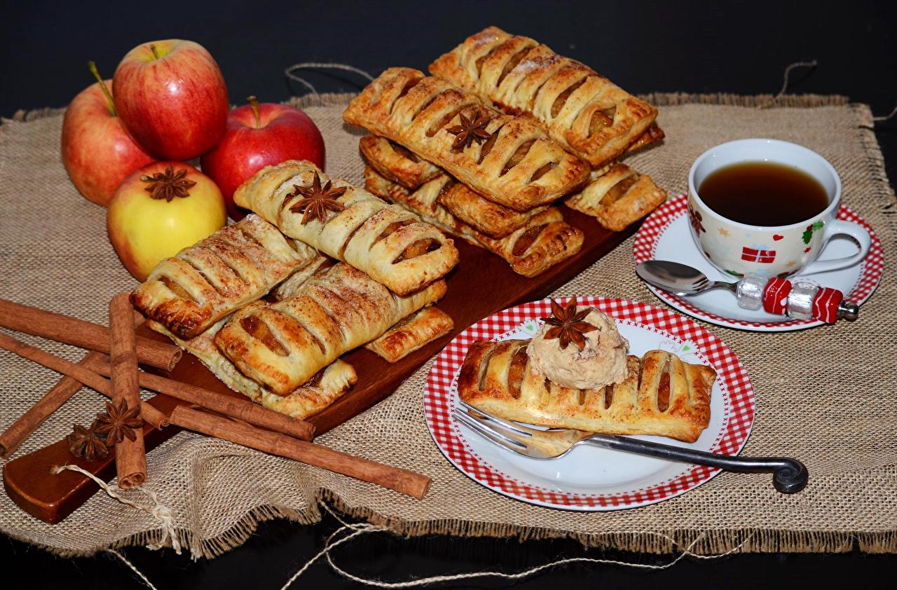 Обои для рабочего стола Чай Яблоки чашке Ложка Вилка столовая Продукты питания Выпечка Натюрморт Еда Пища Чашка ложки вилки