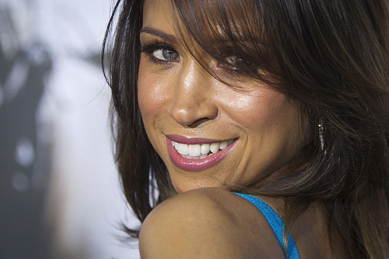 Фотография Stacey Dash Улыбка лица Девушки Взгляд Знаменитости Стейси Дэш улыбается Лицо смотрят смотрит