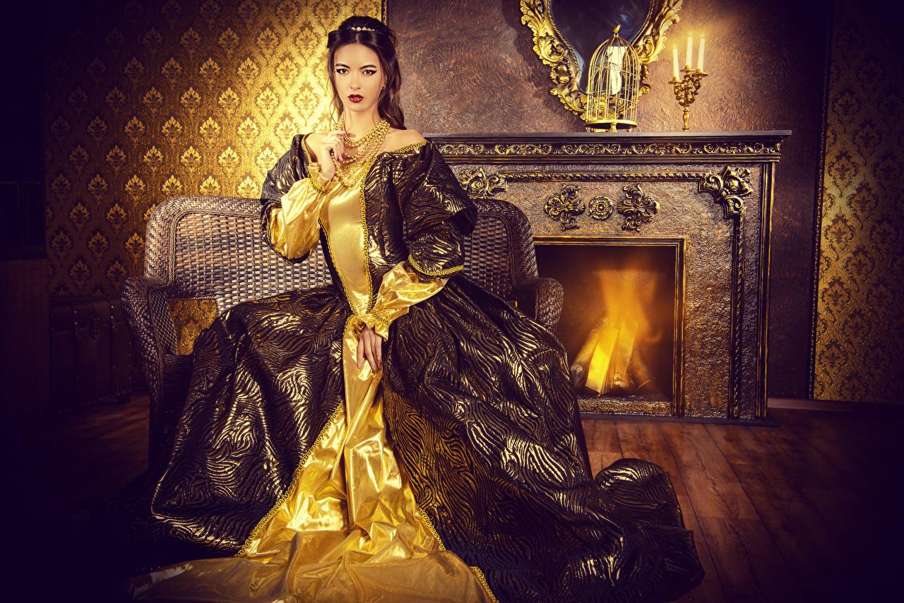 Фотографии шатенки Девушки старинные сидящие Платье Украшения Шатенка Ретро винтаж девушка молодая женщина молодые женщины сидя Сидит платья