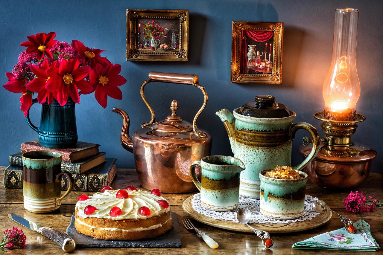 Картинка Букеты Торты Керосиновая лампа Чайник Еда Ваза Чашка Книга Натюрморт Пища Продукты питания
