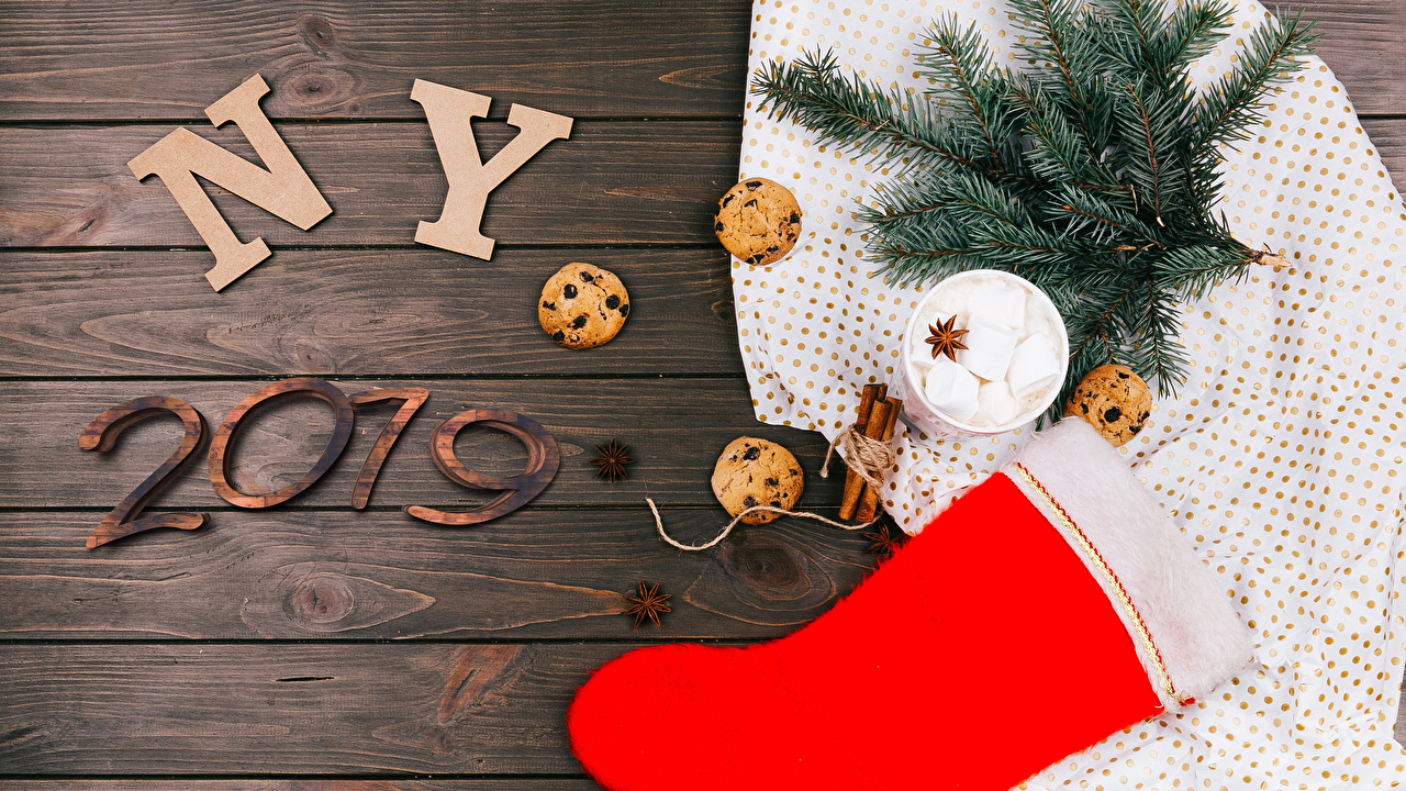 Обои 2019 Новый год Сапоги зефирки Бадьян звезда аниса Корица Еда Шар ветвь Печенье Доски Рождество Маршмэллоу Пища Ветки Шарики Продукты питания