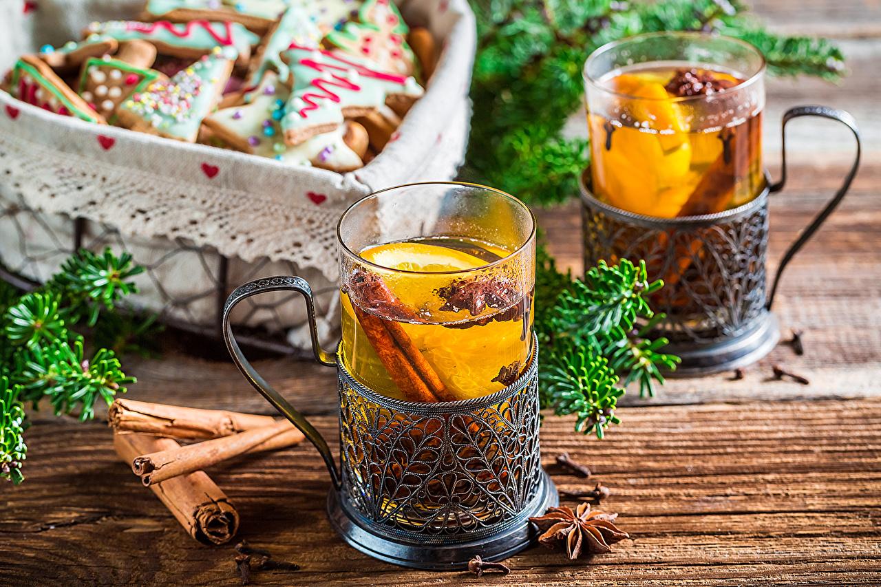 Фотографии Новый год 2 Чай Стакан Корица Печенье Продукты питания Доски Рождество две два Двое вдвоем стакана стакане Еда Пища