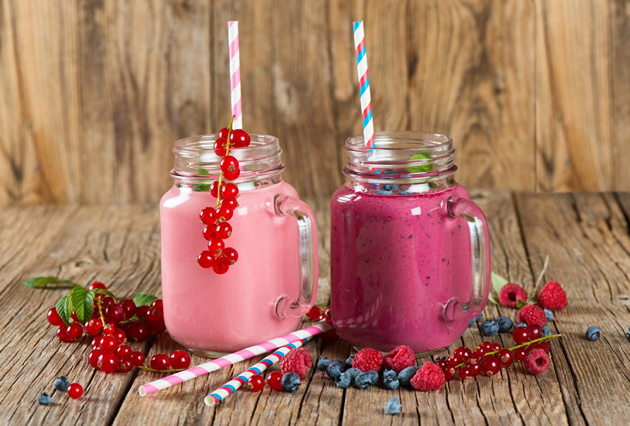 Фотография Сок Двое Банка Малина Стакан Черника Смородина Еда Доски Напитки 2 вдвоем стакана стакане Пища Продукты питания