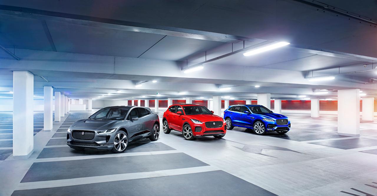 Фото Ягуар F-Pace, E-Pace, I-Pace три Автомобили Jaguar авто Трое 3 машина машины втроем автомобиль