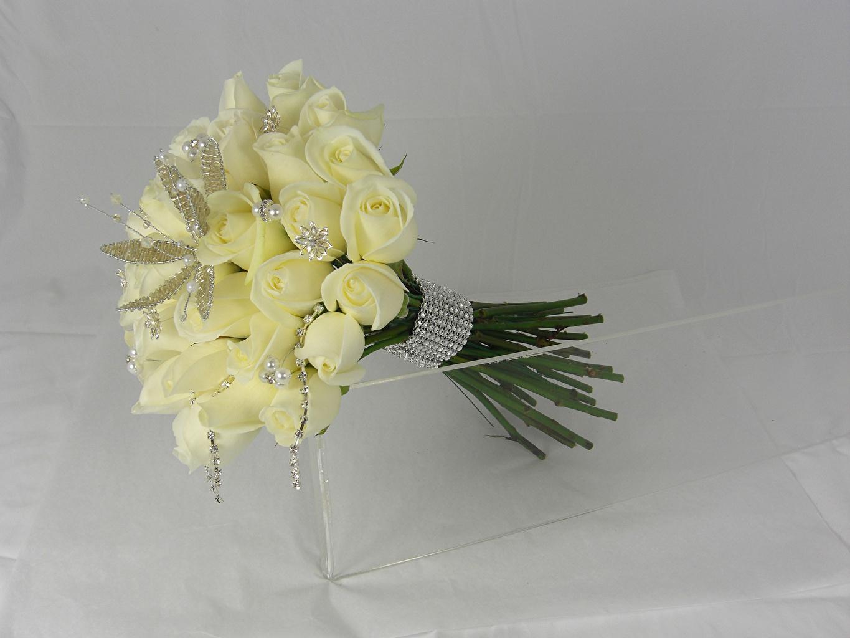 Обои Букеты Розы Белый Цветы Серый фон Украшения