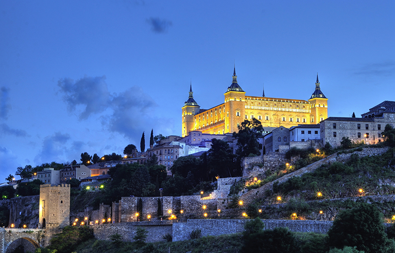 Картинки Толедо Испания Крепость Alcazar HDRI Небо Ночные Уличные фонари Города HDR Ночь