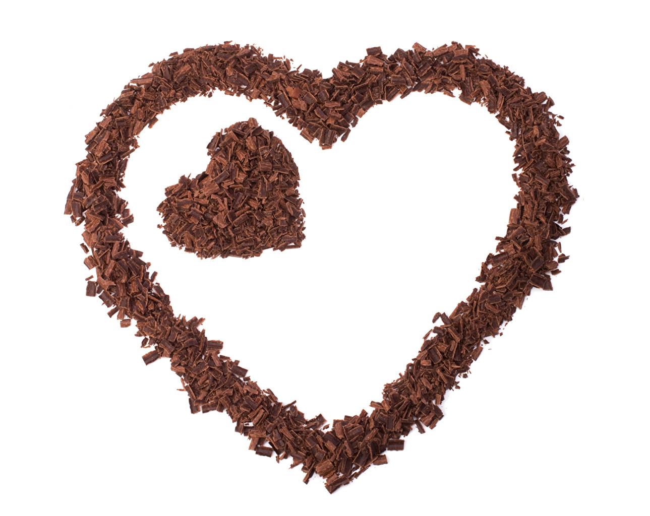 Обои для рабочего стола День святого Валентина Сердце Шоколад вдвоем Продукты питания Белый фон День всех влюблённых серце сердца сердечко 2 два две Двое Еда Пища белом фоне белым фоном