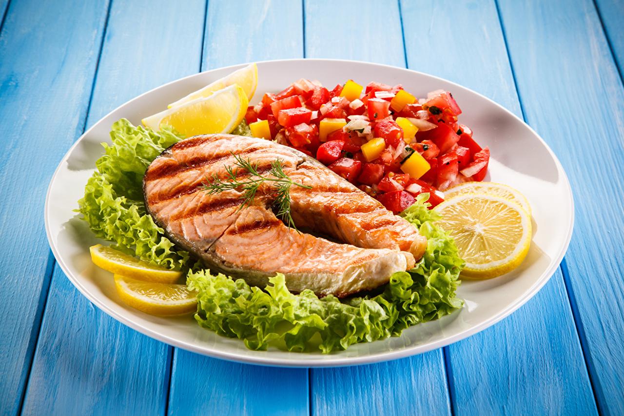 Картинка Рыба Лимоны Овощи Тарелка Продукты питания Доски Еда Пища