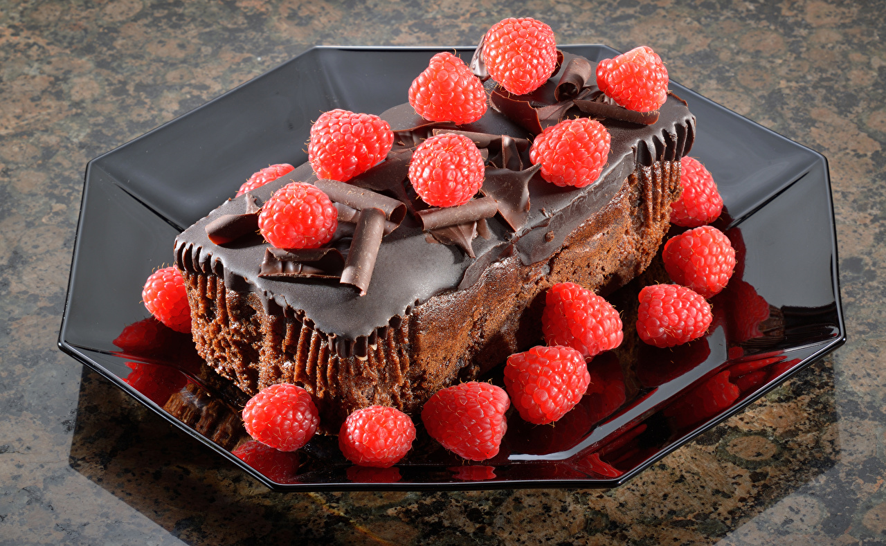 Картинка Шоколад Малина Еда тарелке Пирожное Сладости Пища Тарелка Продукты питания