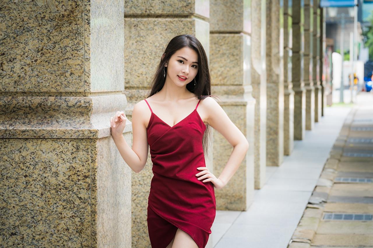 Картинка брюнеток боке позирует молодые женщины азиатка Руки платья Брюнетка брюнетки Размытый фон Поза девушка Девушки молодая женщина Азиаты азиатки рука Платье