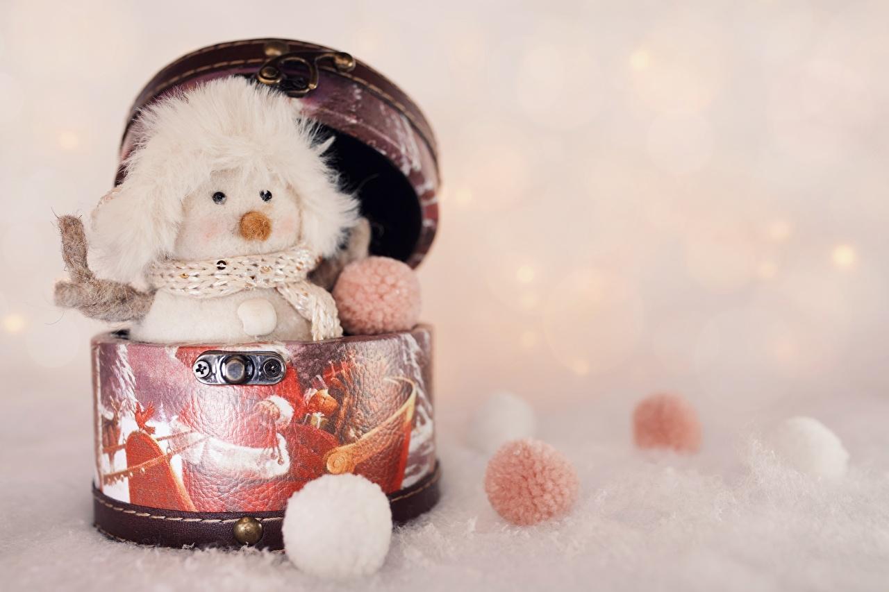 Фотография Новый год Шарф шапка Снеговики Шарики Игрушки Рождество шарфе шарфом Шапки в шапке снеговик снеговика Шар игрушка