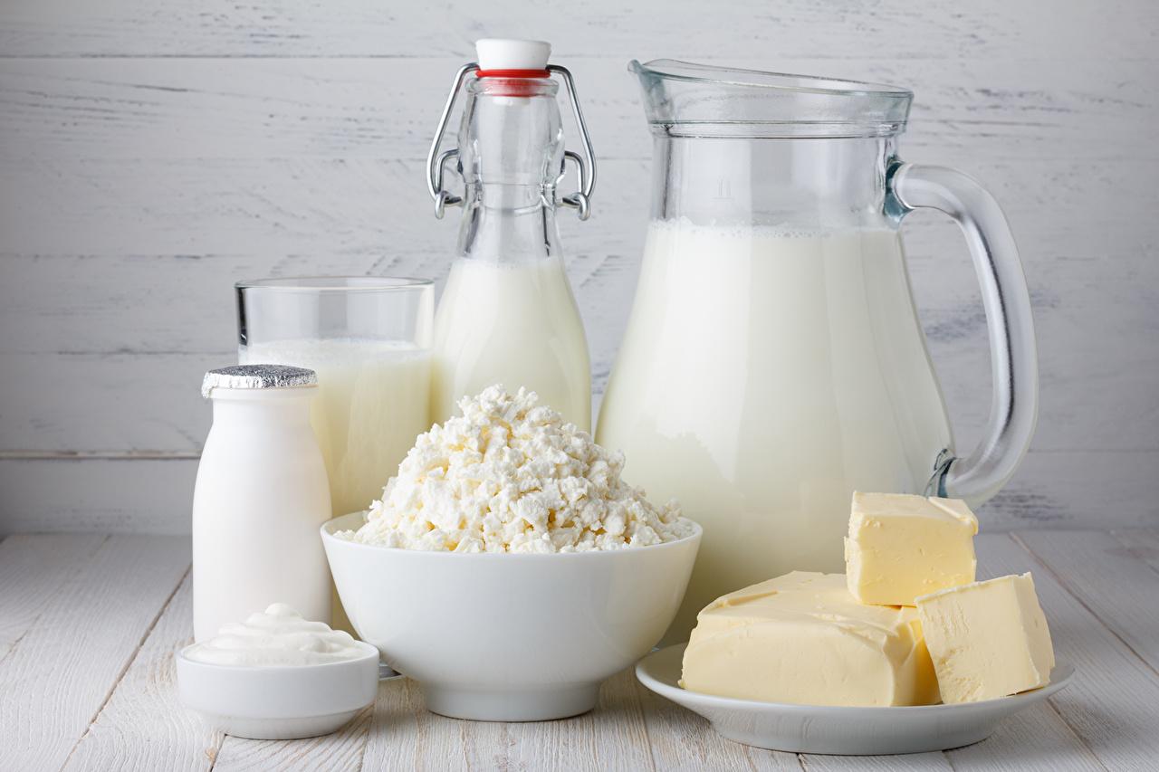 Фотография Молоко Белый Кувшин Еда Бутылка вблизи напиток белая белые белых кувшины Пища бутылки Продукты питания Крупным планом Напитки