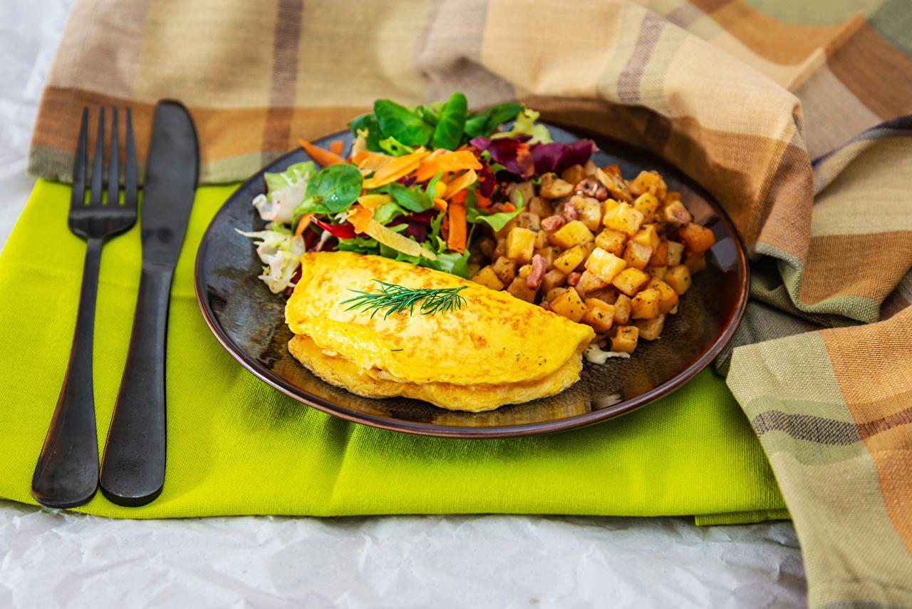 Картинка Нож Яичница Завтрак Картофель Пища Овощи Тарелка Вилка столовая ножик картошка Еда Продукты питания