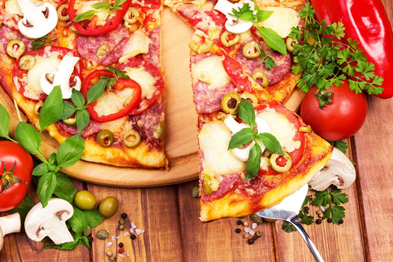 Фотографии Пицца Помидоры Пища Крупным планом Томаты Еда Продукты питания вблизи