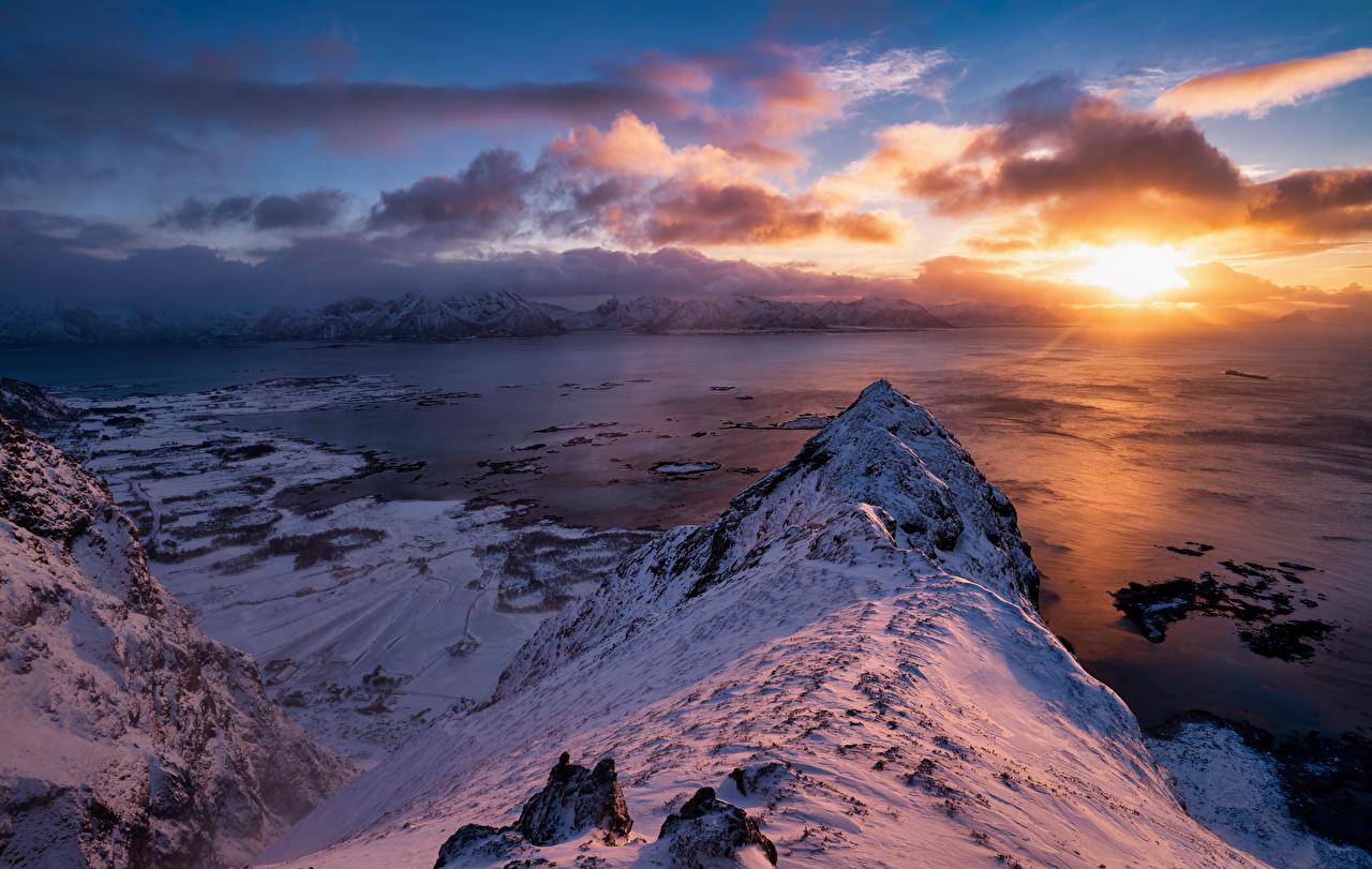 Фотография Лофотенские острова Норвегия гора Природа Снег Рассветы и закаты облачно Горы снегу снега снеге рассвет и закат Облака облако