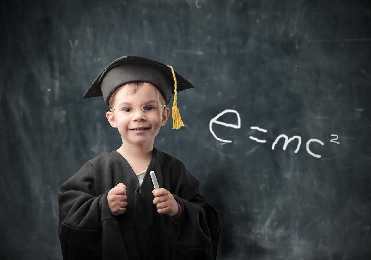 Картинка мальчишки школьные e=mc2 ребёнок очков униформе смотрят мальчик Мальчики мальчишка Школа Дети Очки очках Униформа Взгляд смотрит