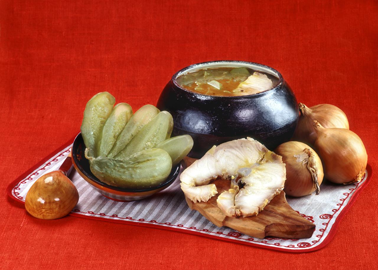 Фото Огурцы Лук репчатый Рыба Еда Супы разделочной доске Пища Продукты питания Разделочная доска