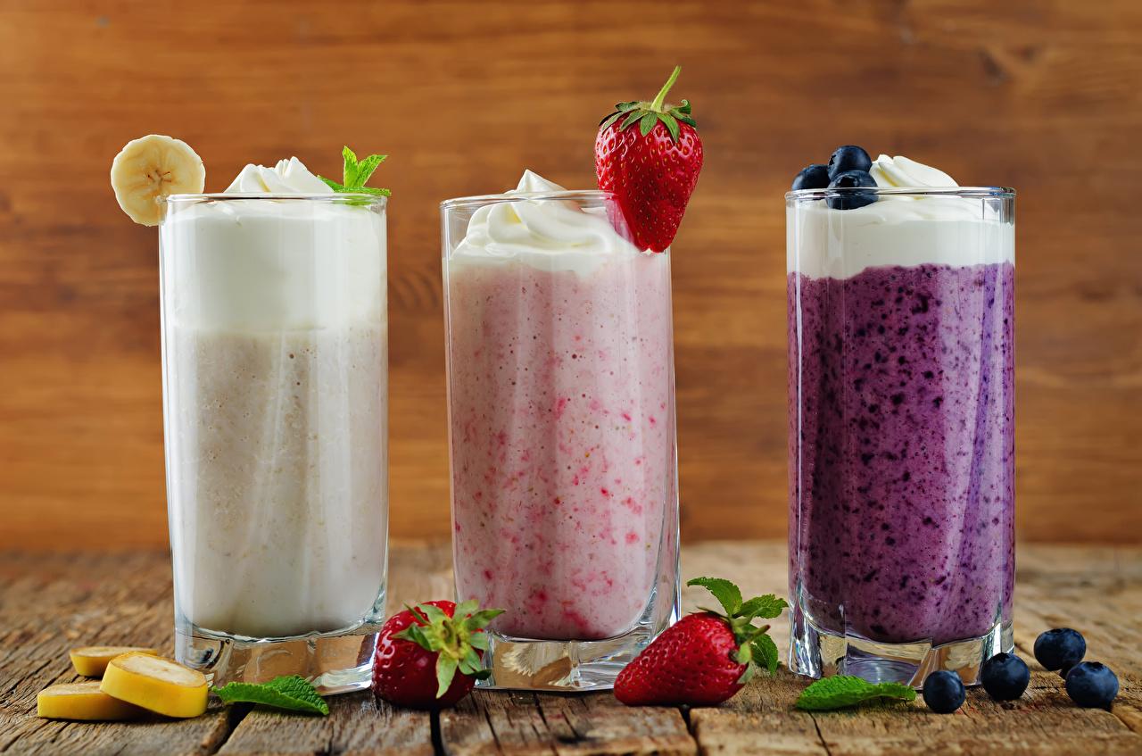Картинки Стакан Клубника Еда втроем Фрукты Коктейль стакана стакане три Пища Трое 3 Продукты питания
