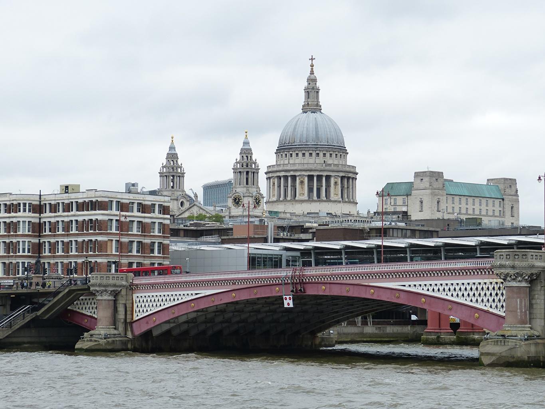 Обои для рабочего стола Лондон Церковь Англия Мосты речка Города лондоне река Реки город