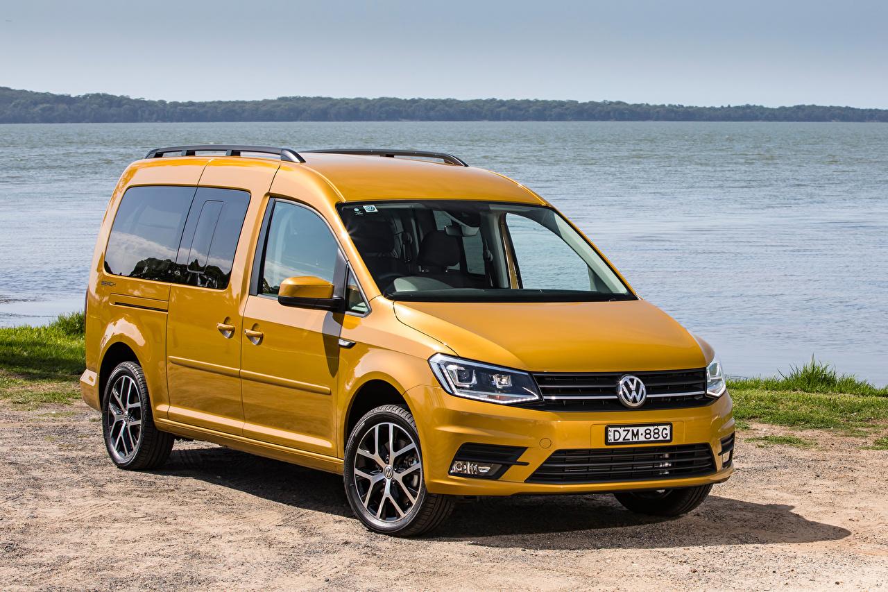 Фотография Фольксваген 2019 Caddy Beach Maxi Желтый Авто Металлик Volkswagen Машины Автомобили