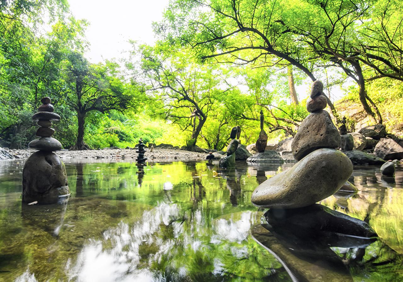 Картинка Природа весенние Пруд Парки Камни скульптура Весна парк Камень Скульптуры